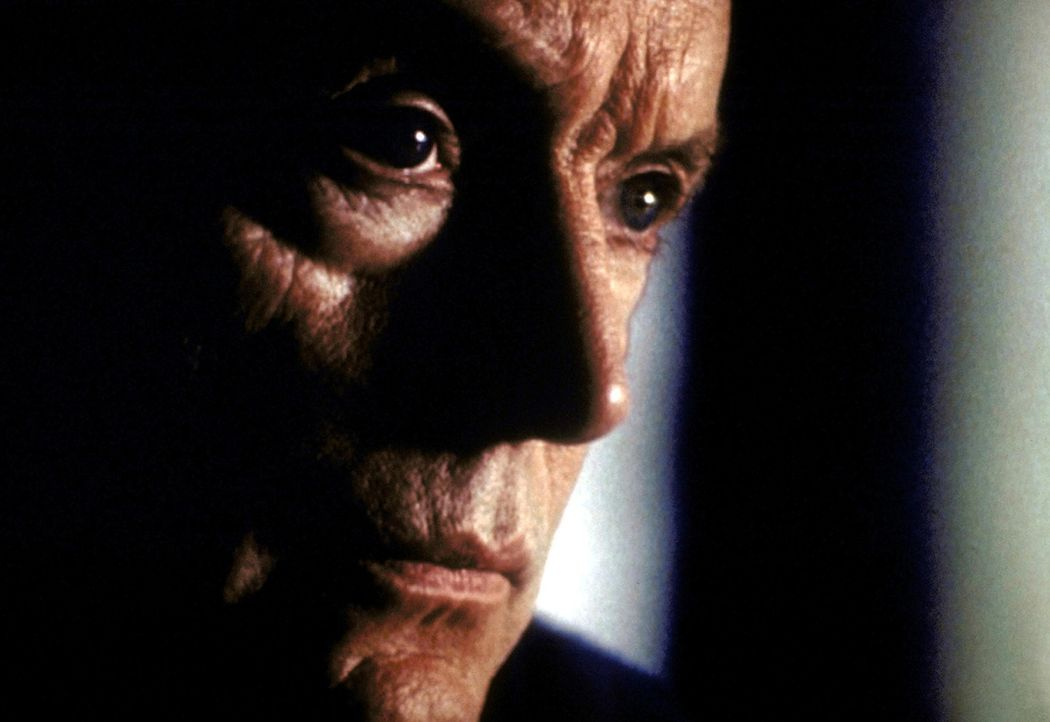 Frank Black (Lance Henriksen) ist ein ehemaliger Star-Profiler des FBI. - Bildquelle: TM +   2000 Twentieth Century Fox Film Corporation. All Rights Reserved.