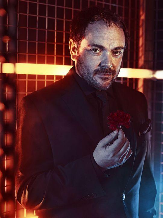 (9. Staffel) - Crowley (Mark Sheppard) hat nur ein Ziel: Er will die Herrschaft über die Hölle und schreckt dafür vor keiner Allianz und keiner Tat... - Bildquelle: 2013 Warner Brothers