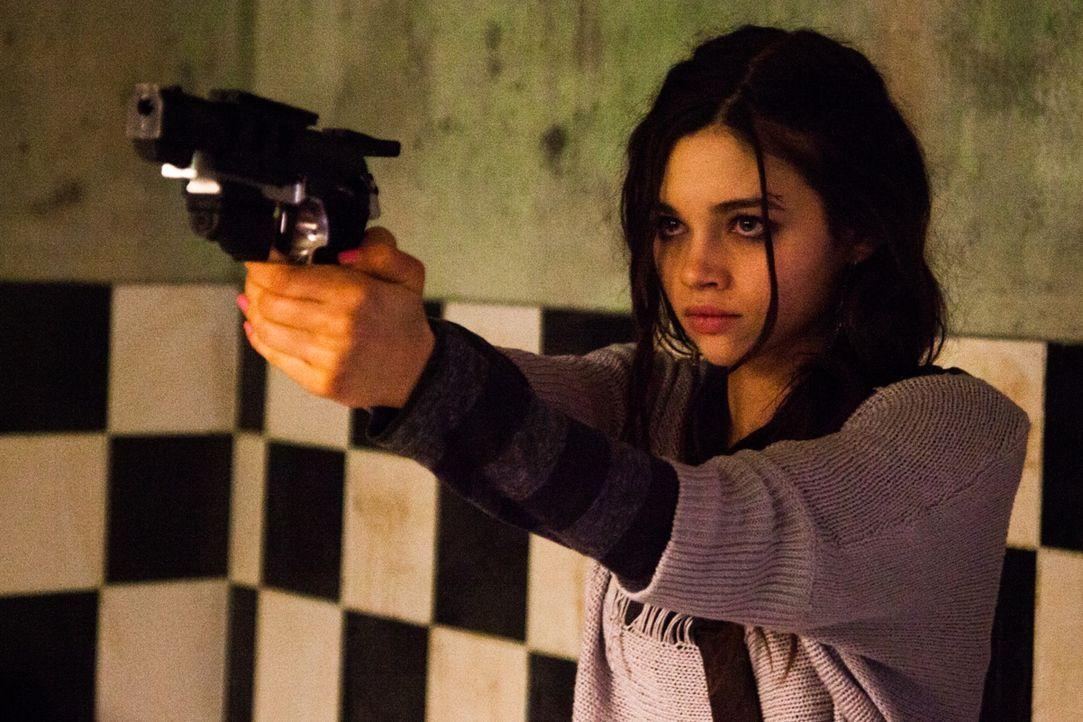 Um den Mord an ihren Eltern rächen zu können, lässt sich die blutjunge Sawa (India Eisley) zu einer gnadenlosen Killerin ausbilden ...