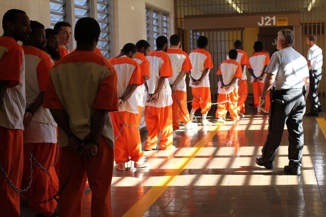 Nur mit großen Sicherheitsmaßnahmen können die Insassen aus dem Zellenblock 4B aus ihren Zellen gelassen werden ... - Bildquelle: Nora Ballard 2010 NGC Network US, LLC All Rights Reserved