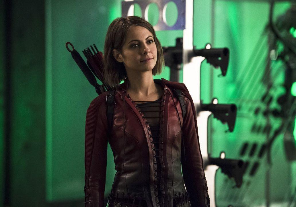 Thea (Willa Holland) ist bereits Teil von Arrows Welt, doch die Bekanntschaft mit The Flash und dessen Team ist sogar für sie eine unerwartete Entwi... - Bildquelle: 2015 Warner Brothers.