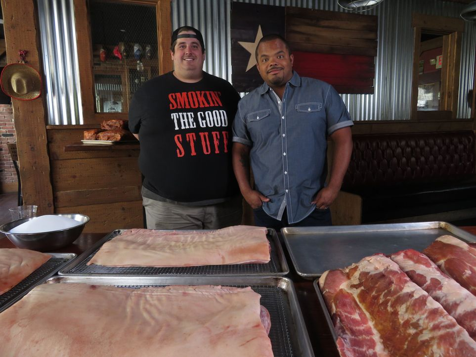 Cody Sperry (l.); Roger Mooking (r.) - Bildquelle: 2017, Television Food Network, G.P. All Rights Reserved.