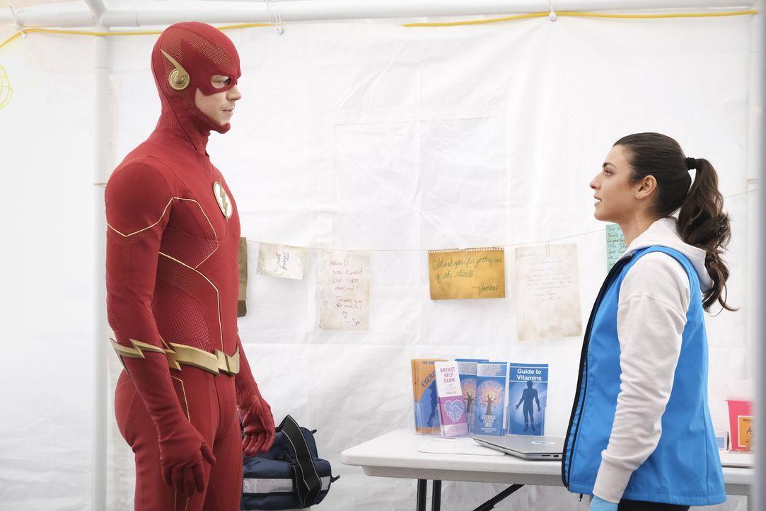 The Flash (Grant Gustin, l.); Alexa Rivera (Sara Garcia, r.) - Bildquelle: Warner Bros. Entertainment Inc. All Rights Reserved.