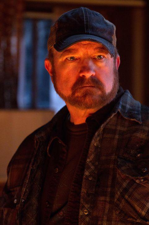 Mit Bobbys (Jim Beaver) Hilfe können die Winchester-Brüder einen neuen, aber altbekannten Feind gefangen nehmen ... - Bildquelle: Warner Bros. Television
