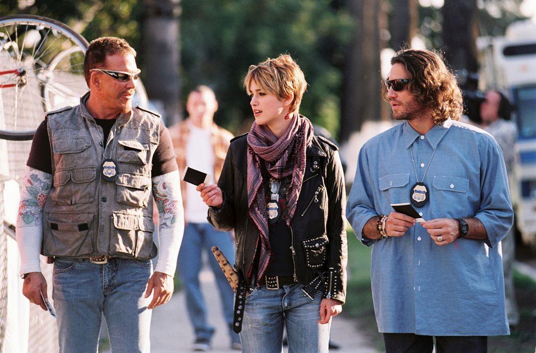 Ed (Mickey Rourke, l.), Domino (Keira Knightley, M.) und Choco (Edgar Ramirez, r.) wird eine eigene Reality-Show angeboten ... - Bildquelle: Constantin Film
