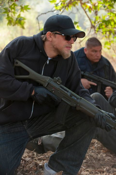 Jax (Charlie Hunnam) und seine Brüder liefern sich mit den Lobos einen knallharten Kampf, der nicht ohne Verluste bleibt ... - Bildquelle: 2011 Twentieth Century Fox Film Corporation and Bluebush Productions, LLC. All rights reserved.