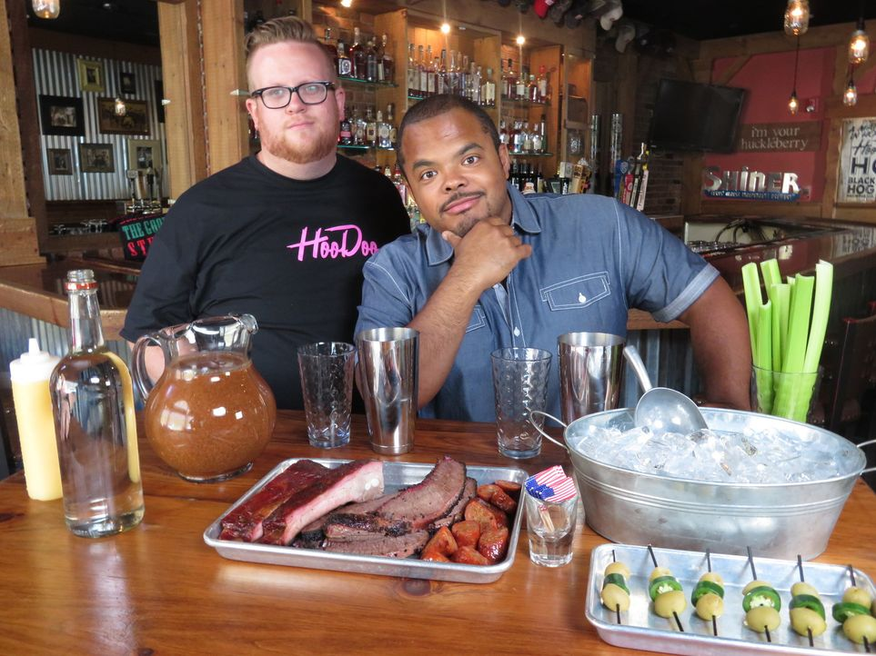 Chris Sexton (l.); Roger Mooking (r.) - Bildquelle: 2017, Television Food Network, G.P. All Rights Reserved.