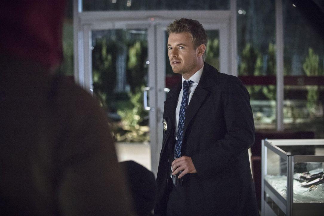 Die Beziehung zu Iris wird auf ein harte Probe gestellt, als sie herausfindet, dass Eddie (Rick Cosnett) ihr etwas Entscheidendes verschweigt ... - Bildquelle: Warner Brothers.