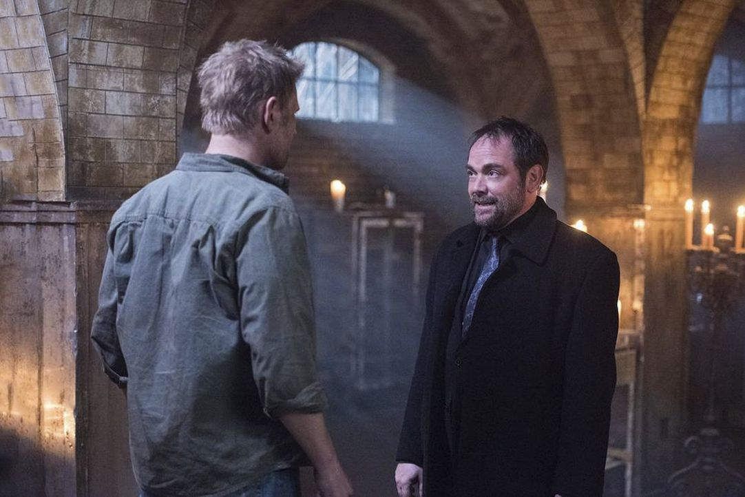 Lucifer (Mark Pellegrino, l.); Crowley (Mark Sheppard, r.) - Bildquelle: Dean Buscher 2016 The CW Network, LLC. All Rights Reserved/Dean Buscher / Dean Buscher