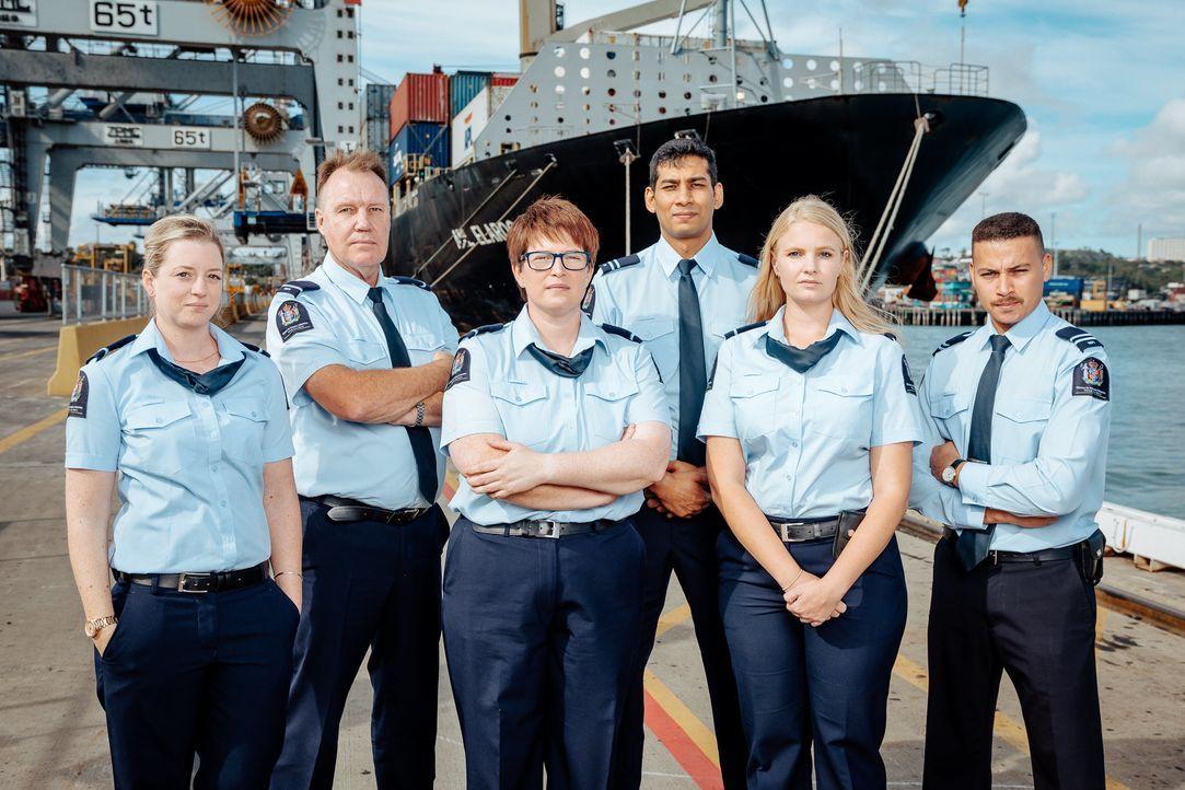 Tausende Schiffe und Flugzeuge transportieren Reisende, Gepäck und Waren übe... - Bildquelle: Licensed by TCB Media Rights Ltd