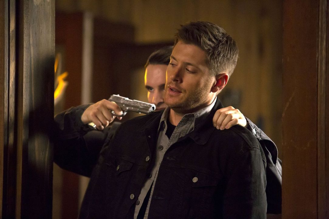 Ein scheinbar einfacher Fall gerät außer Kontrolle, als Sam und Dean (Jensen Ackles) sich mit einer Werwölfin auseinandersetzen müssen, die sie bei... - Bildquelle: 2016 Warner Brothers