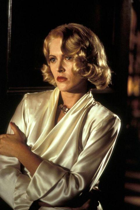 Als Geliebte des Verbrecherkönigs Strozzi fristet Lucy (Alexandra Powers) ein Leben in einem goldenen Käfig, bis der schweigsame John Smith in ihrem... - Bildquelle: New Line Productions, Inc.
