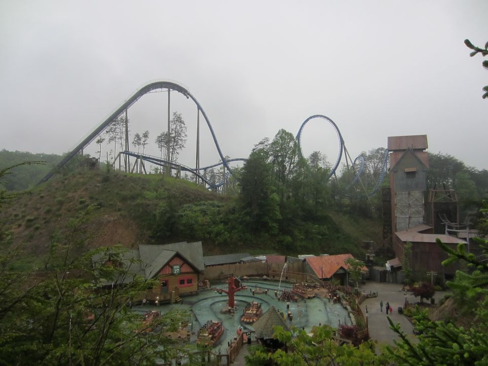 "Heute werden bei ""Crazy Rollercoaster - höher, schneller, verrückter"" wieder vier Achterbahnen vorgestellt. Doch welche kommt bei den Freizeitparkbe... - Bildquelle: 2012, The Travel Channel, L.L.C. All rights Reserved."
