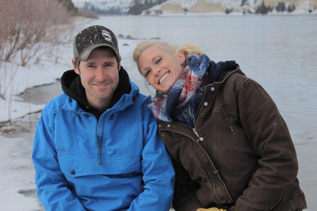 Trotz des frostig kalten Wetters und der begrenzten Sonnenstunden, lassen sich Jon (l.) und Etta Smith (r.) nicht davon aufhalten: Sie wollen sich m... - Bildquelle: 2016,DIY Network/Scripps Networks, LLC. All Rights Reserved