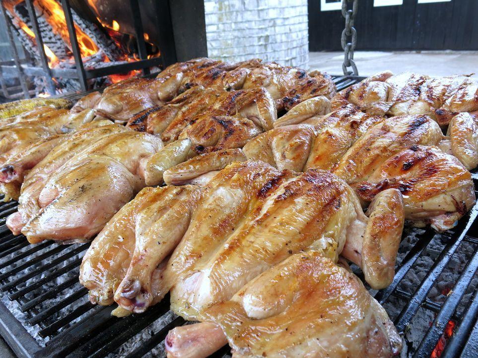 Grillhähnchen Kentucky Style - Bildquelle: 2014, Cooking Channel, LLC. All Rights Reserved.