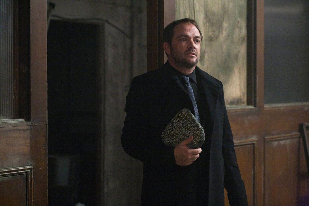 Als König der Hölle schreckt Crowley (Mark Sheppard) vor nichts und niemandem mehr zurück ... - Bildquelle: Warner Bros. Television