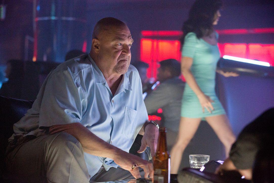 Wird Frank (John Goodman) dem skrupellosen Zocker Jim noch einmal Geld leihen und mitansehen, wie er sich zu Tode zockt? - Bildquelle: Claire Folger 2016 Paramount Pictures