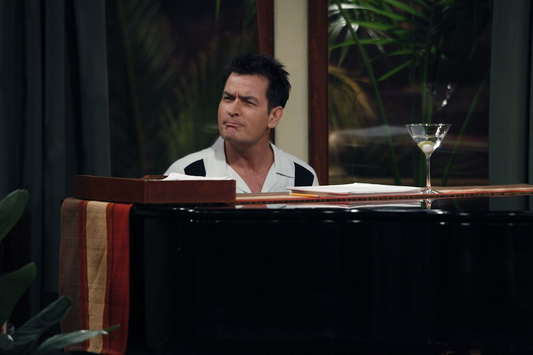 Lyndsey sagt Alan, dass sie ihn liebt und fragt ob er sie auch liebe. Nach einigem zögern gesteht auch Alan seiner Freundin die Liebe für sie ein. A... - Bildquelle: Warner Bros. Television