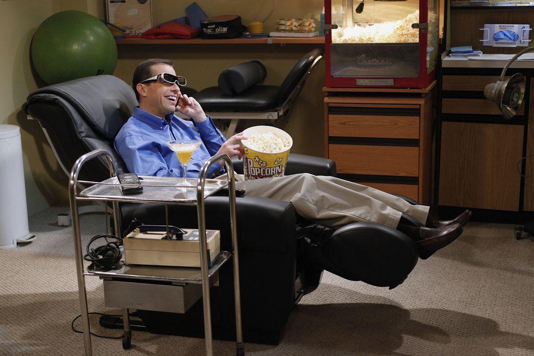 Hat seine Familie um viel Geld betrogen: Alan (Jon Cryer) ... - Bildquelle: Warner Bros. Television