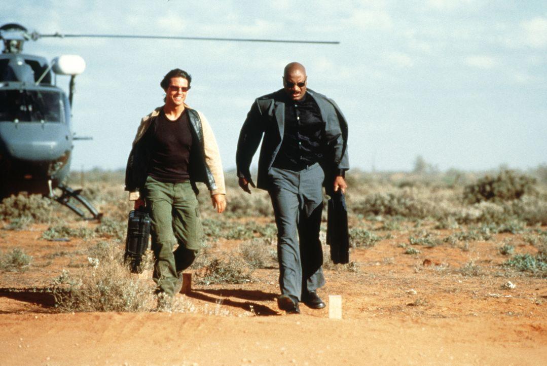 Nur mit der Hilfe seines Computer besessenen Freundes Luther Stickell (Ving Rhames, r.) ist es dem Spezialagenten Ethan Hunt (Tom Cruise, l.) möglic... - Bildquelle: Paramount Pictures