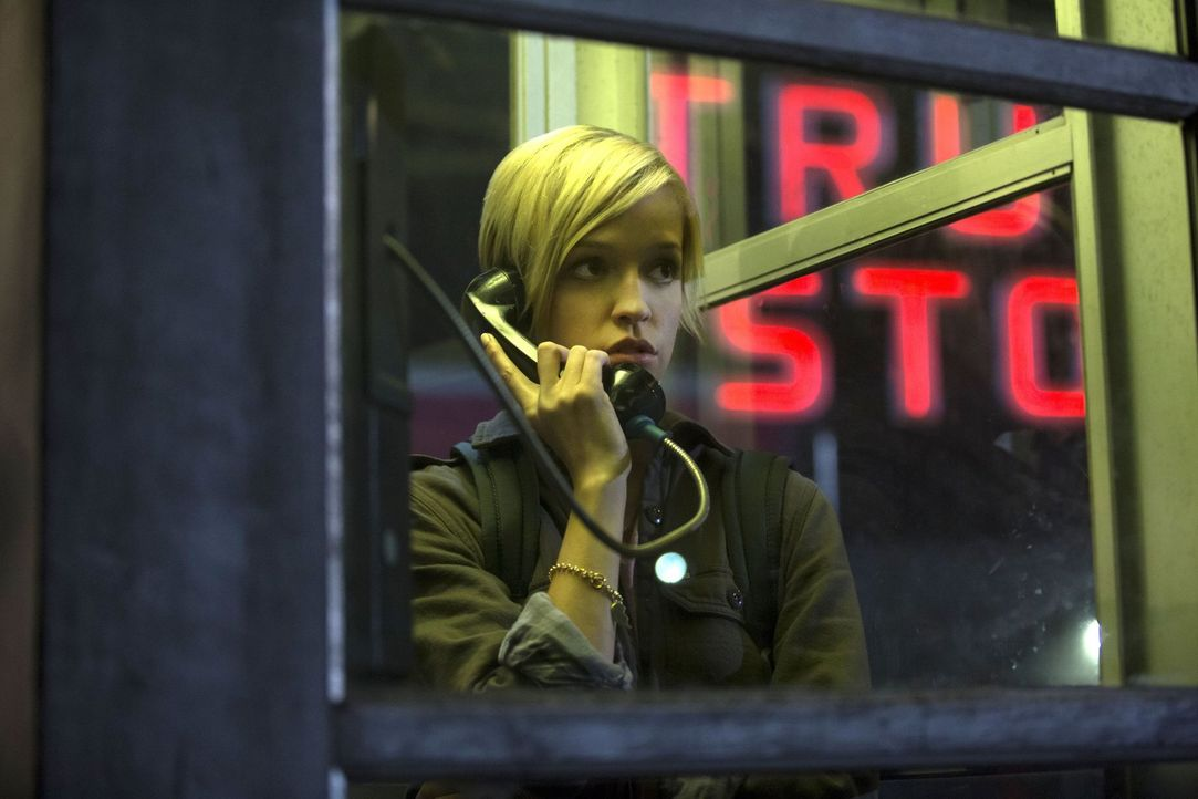 Kate (Brit Sheridan) muss erkennen, dass nicht jeder das Monster in sich so gut kontrollieren kann wie sie ... - Bildquelle: 2016 Warner Brothers