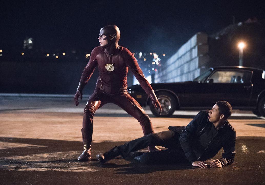 Gelingt es Barry alias The Flash (Grant Gustin, l.), Wallys (Keiynan Lonsdale, r.) Leben und das einer weiteren geliebten Person zu retten oder ist... - Bildquelle: 2015 Warner Brothers.