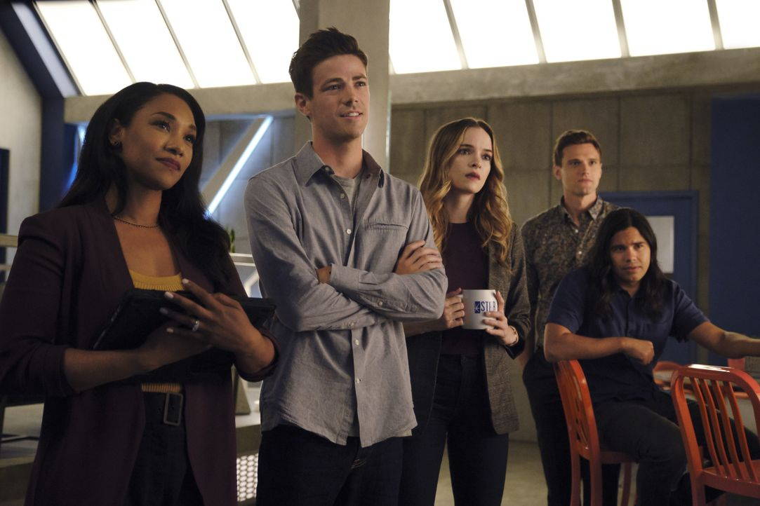 (v.l.n.r.) Iris (Candice Patton); Barry (Grant Gustin); Caitlin (Danielle Panabaker); Dibney (Hartley Sawyer); Cisco (Carlos Valdes) - Bildquelle: Jeff Weddell 2019 The CW Network, LLC. All rights reserved. / Jeff Weddell