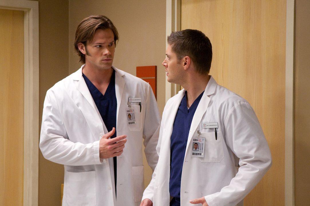 Müssen feststellen, dass ihre Leben scheinbar plötzlich in Reality-TV-Shows gefangen sind: Dean (Jensen Ackles, r.) und Sam (Jared Padalecki, l.) ..... - Bildquelle: Warner Bros.