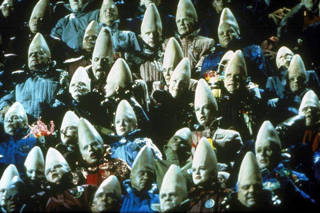Müssen die Coneheads zurück auf ihren Heimatplaneten Remulak zu ihren Artgenossen, oder können sie in Amerika bleiben? - Bildquelle: Paramount Pictures