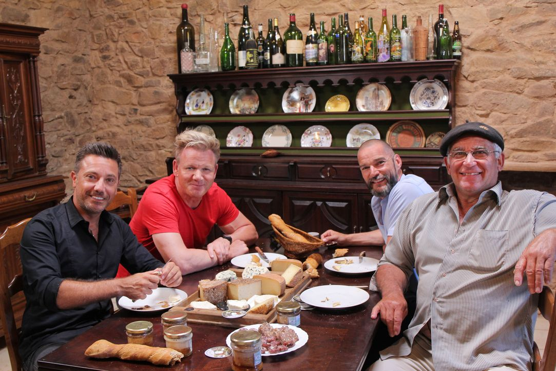 (v.l.n.r.) Gino D'Acampo: Gordon Ramsay; Fred Sirieix - Bildquelle: Studio Ramsay and all3media international