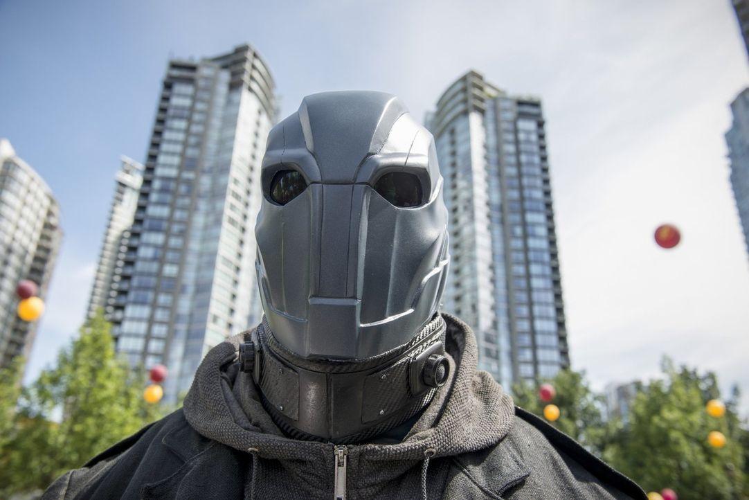 Ausgerechnet am Flash Day, an dem die Bevölkerung die Rettung der Stadt feiert, taucht Al Rothstein alias Atom Smasher (Adam Copeland) auf und zeigt... - Bildquelle: 2015 Warner Brothers.