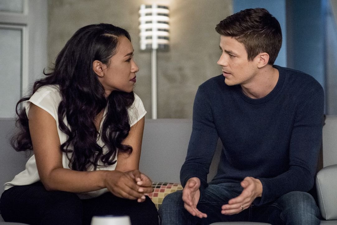 Iris (Candice Patton, l.); Barry (Grant Gustin, r.) - Bildquelle: Dean Buscher 2018 The CW Network, LLC. All rights reserved.