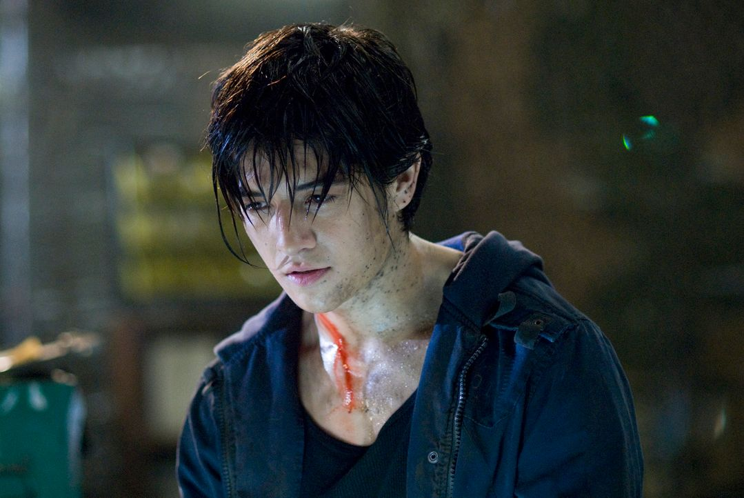 "Jin (Jon Foo) ist ein Straßenkämpfer. Als seine Mutter von den Soldaten des Großkonzerns ""Tekken"" getötet wird, sinnt er auf Rache. Er will die Vera... - Bildquelle: 2010 CST PRODUCTIONS, LLC   ALL RIGHTS RESERVED"
