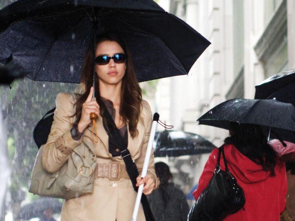Hat ihr Leben trotz Blindheit ziemlich gut im Griff: die erfolgreiche Konzertgeigerin Sydney Wells (Jessica Alba). Als sie eines Tages ihr Augenlich...