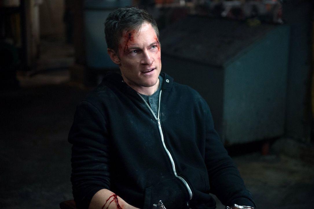In Ketten gelegt und gefoltert: Gadreel (Tahmoh Penikett) fühlt sich in sein Gefägnis im Himmel zurück versetzt. Doch werden die Winchesters ihn wir... - Bildquelle: 2013 Warner Brothers
