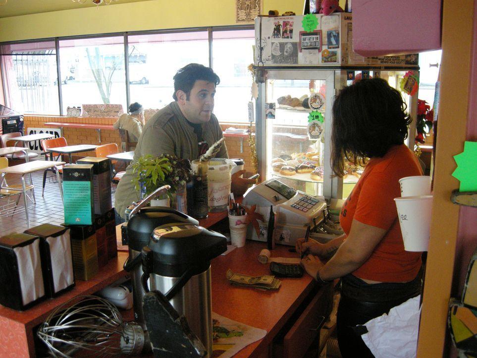 Auch die süßen Köstlichkeiten der amerikanischen Kultur möchte Adam natürlich gleichermaßen erproben wie andere Gerichte. In Portland testet Adam (l... - Bildquelle: Ryder Greene The Travel Channel, L.L.C.