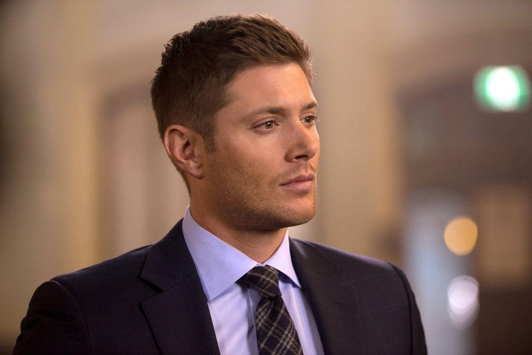 Während Dean (Jensen Ackles) für seine Ermittlungen sogar in den Beichtstuhl tritt, erhält Rowena von der Anführerin des Großen Coven eine interessa... - Bildquelle: 2016 Warner Brothers