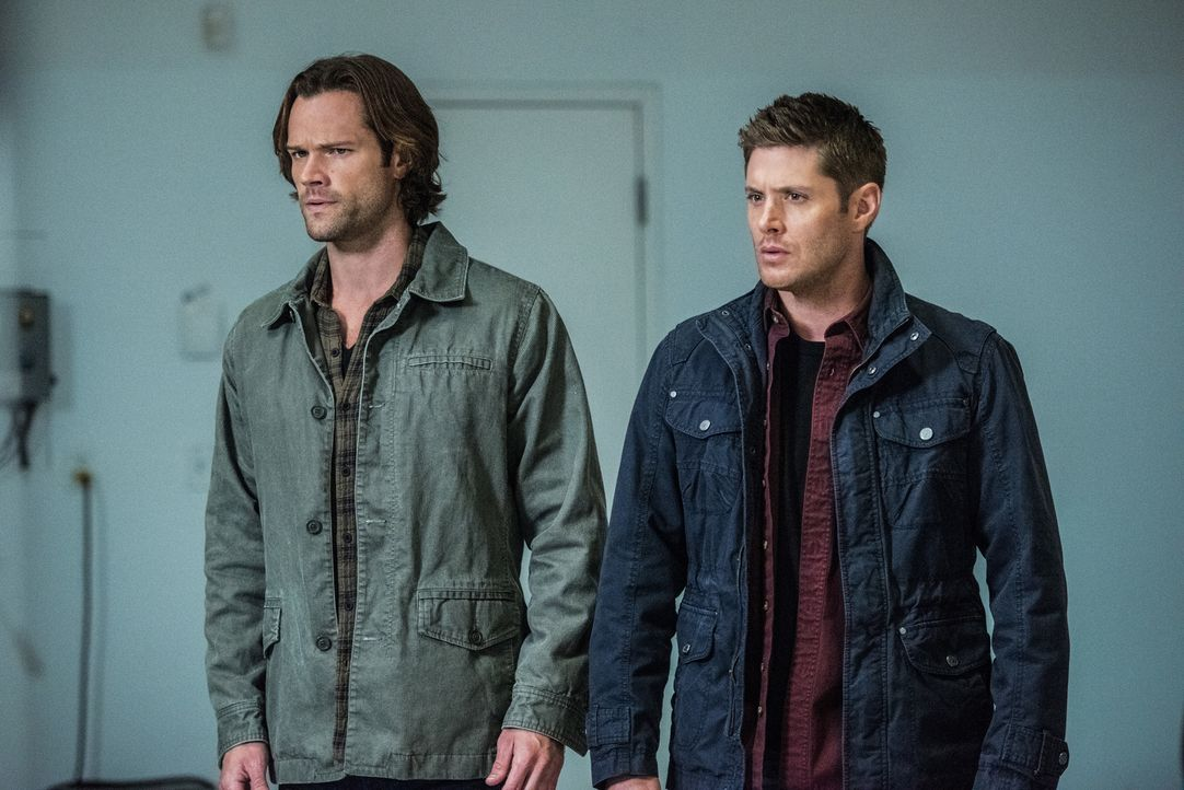 Sam (Jared Padalecki, l.); Dean (Jensen Ackles, r.) - Bildquelle: Dean Buscher 2016 The CW Network, LLC. All Rights Reserved/Dean Buscher