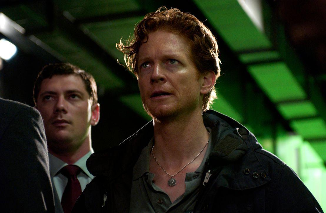 Emily, Bruce, Howard (Eric Stoltz) und Stan werden nach dem Untergang des russischen U-Bootes verhaftet und verhört. Sie vermuten, in einer gewaltig... - Bildquelle: The Sci-Fi Channel