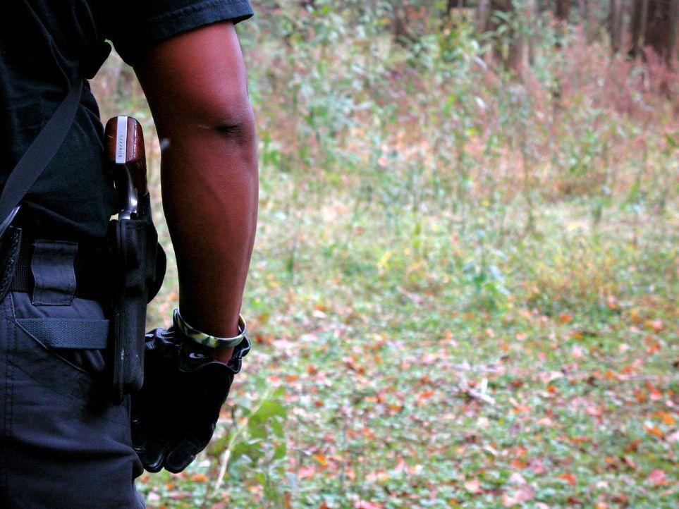 Die Gefängniswärter müssen bei ihrer Suche nach zwei geflüchteten Straftätern schwere Geschütze auffahren ... - Bildquelle: Justin Weinrich part2 pictures