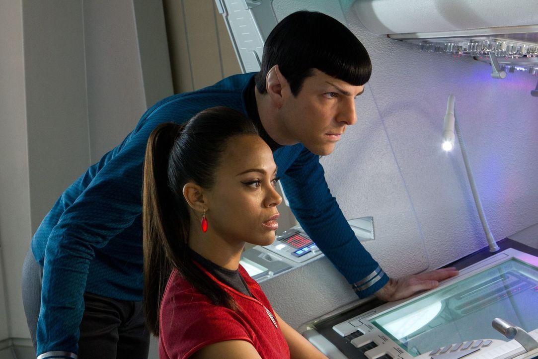 Müssen Khan schnappen, damit Kirk überleben kann: Spock (Zachary Quinto, l.) und Uhura (Zoe Saldana, r.) ... - Bildquelle: Zade Rosenthal 2013 Paramount Pictures.  All Rights Reserved.
