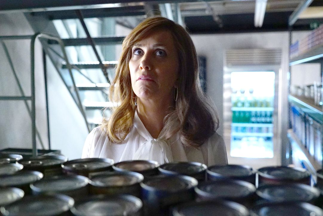 Ihr Leben verändert sich schlagartig, als der Virus die Menschen nach und nach ausrottet: Pamela (Kristen Wiig) ... - Bildquelle: Kevin Estrada 2017 Fox and its related entities. All rights reserved.