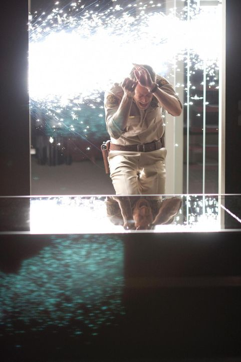 Auch S.A.R.A.H. bleibt von den Bränden nicht verschont und für Jack (Colin Ferguson) beginnt mal wieder ein äußerst vertrackter Fall ... - Bildquelle: Universal Television