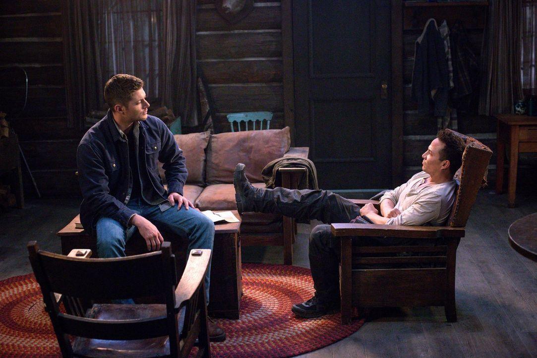 Sam und Dean (Jensen Ackles, l.) müssen mit Cole (Travis Aaron Wade, r.) zusammenarbeiten, nachdem ein grausamer Parasit normale Menschen zu Mördern... - Bildquelle: 2016 Warner Brothers