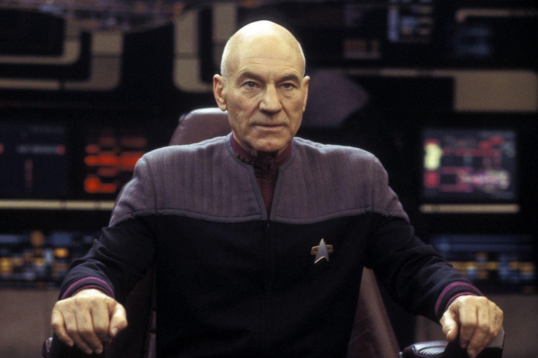 Captain Jean-Luc Picard (Patrick Stewart) und seine Crew kämpfen gegen einen eiskalten neuen Widersacher, der einen schockierende Verbindung zu Pica... - Bildquelle: Paramount Pictures