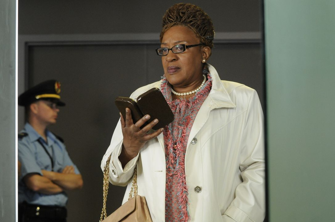 Mrs. Frederic (CCH Pounder) - Bildquelle: Steve Wilkie 2012 Universal Network Television LLC. ALL RIGHTS RESERVED. / Steve Wilkie