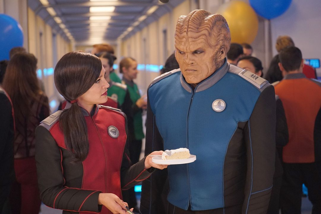 Lieutenant Talla Kayali (Jessica Szohr, l.); Lieutenant Commander Bortus (Peter Macon, r.) - Bildquelle: Kevin Estrada 2019 Twentieth Century Fox Film Corporation. All rights reserved. / Kevin Estrada