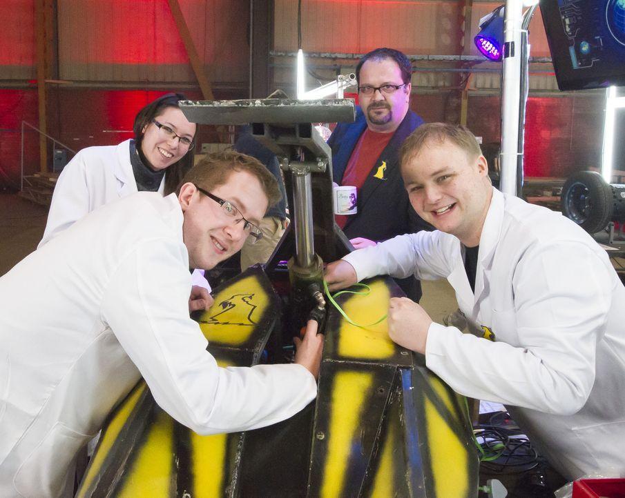 Welche kleinen Tricks baut das Team Dantomkia in ihren Roboter ein, um in der Kampfarena gegen die Maschinen der anderen Teilnehmer zu bestehen? - Bildquelle: Alan Peebles