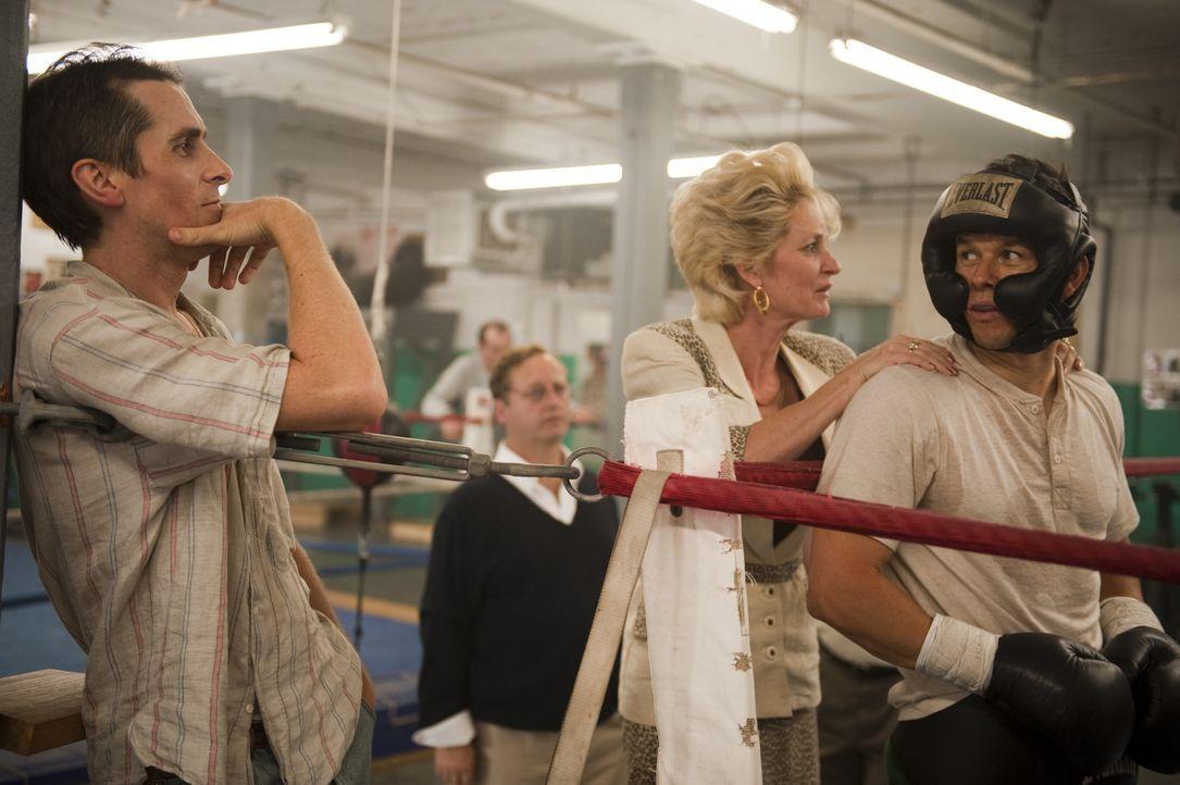 Bislang ist Micky (Mark Wahlberg, r.) der große Durchbruch als Boxer verwehrt geblieben. Unterstützung bekommt er von seinem Halbbruder Dicky (Chris... - Bildquelle: 2010 Fighter, LLC All Rights Reserved