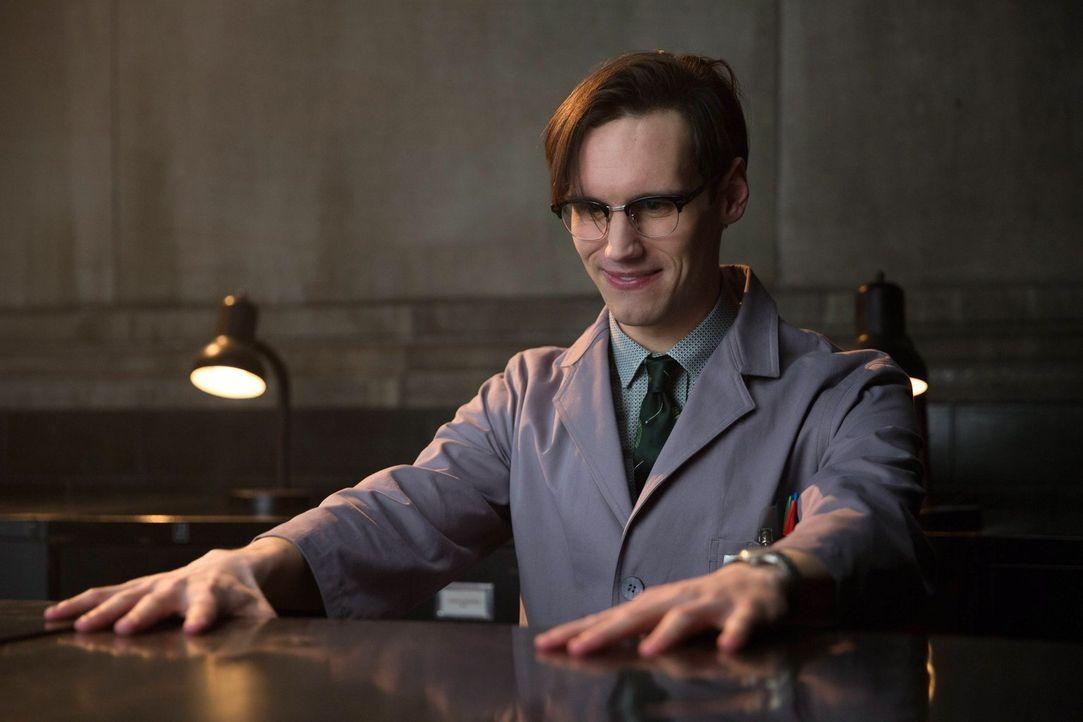 Ein ganz besonderer mensch: Edward Nygma (Cory Michael Smith) ... - Bildquelle: Warner Bros. Entertainment, Inc.